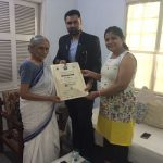 ela-ben-bhatt-being-feleicitated-by-dr-g-d-singh-on-the-ocassion-of-womens-day-2